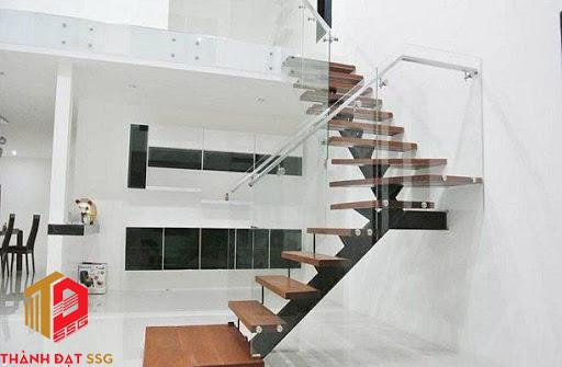 phong thủy cầu thang nhà ống