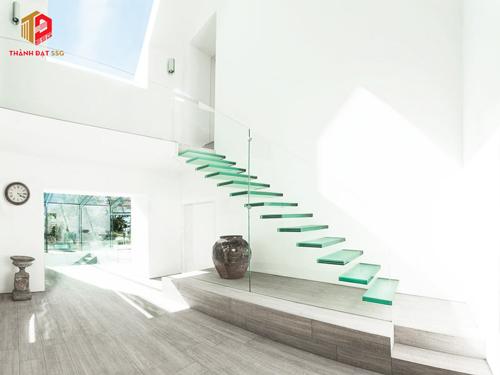 thiết kế cầu thang nhà ngang 3m
